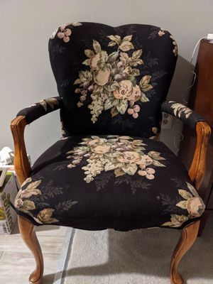 Vintage floral accent chair for Sale in Springfield, VA