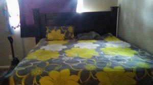 Black king size bedroom. Set for Sale in Wichita, KS