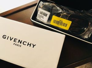 """Givenchy 58"""" aviator sunglasses for Sale in Chicago, IL"""