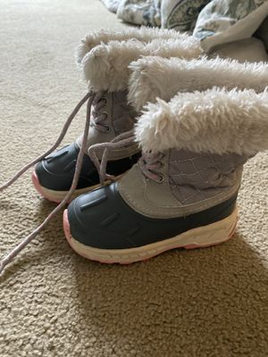 Toddler snow boots size 8 for Sale in Bloomingdale, IL