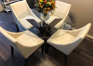 GLASS CIRCULAR TABLE WITH (4) WHITE CHAIRS for Sale in San Diego, CA