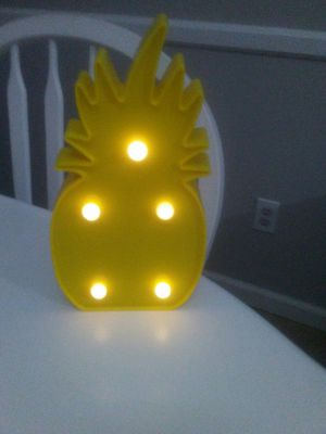 pinneapple light $2 for Sale in Chula Vista, CA