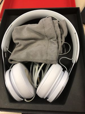 White Beats headphones for Sale in Pittsburgh, PA