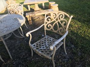 Outdoor furniture 4 chairs and 1 round table. for Sale in North Miami Beach, FL