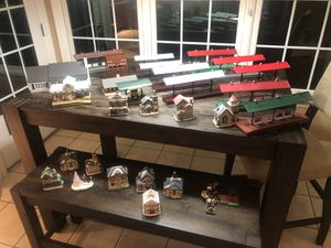 Huge Lionel station 2256 platform house models ceramic homes (28) trains for Sale in Mechanicsburg, PA