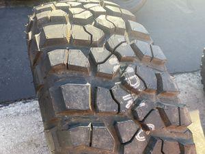 (1) 35x12.50R15 Bfgoodrich Mud Terrain KM2 for Sale in Santa Ana, CA