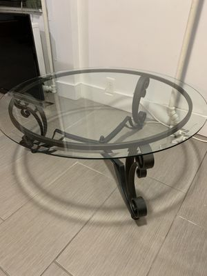 Gorgeous glass coffee table perfect for any space and in amazing condition with stand ! for Sale in New York, NY