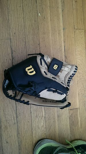 "Wilson Leather Softball Glove 13"" oversized pocket for Sale in Chicago, IL"
