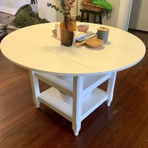 White Round Entryway Foyer Or Dining Table for Sale in Atlanta, GA