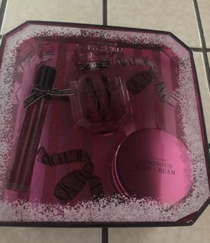 Brands new bombshell perfume set comes with a rollerball, lotion, and 1.7 fl oz perfume .. for Sale in Fresno, CA