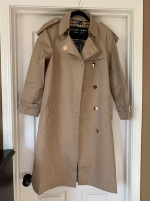 Burberry coat / actual pics/ size 8 /L for Sale in Newman, CA