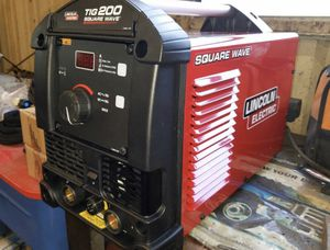 Lincoln Square wave tig 200 welding machine for Sale in Pasadena, TX