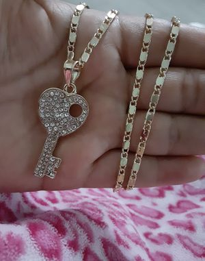 Gold plated chain with the pendant/Cadena con dije de llave for Sale in Houston, TX