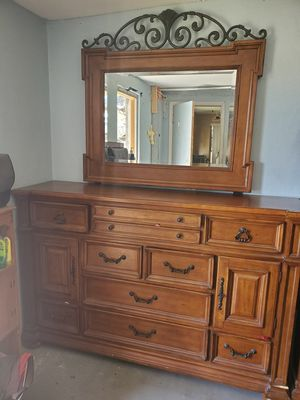 Dresser with mirror for Sale in NEW PRT RCHY, FL