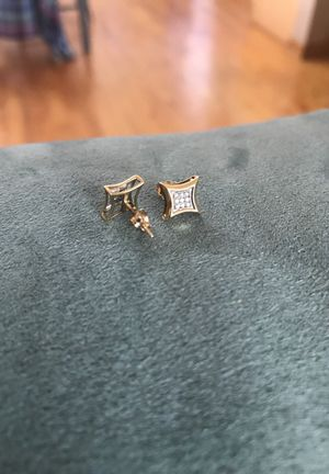 Real 10k gold and diamond earrings for Sale in Chicago, IL