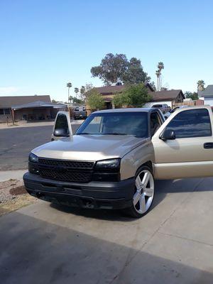 2006 chevy silverado nada de fallas mecánicas motor v6 tituló limpio excelente por dentro y fuera 180000millas ac muy bueno for Sale in Avondale, AZ