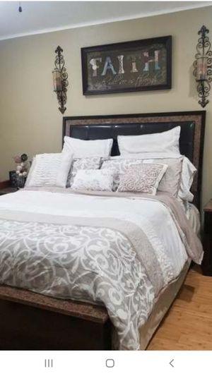 Queen 5 piece bedroom set for Sale in Fontana, CA