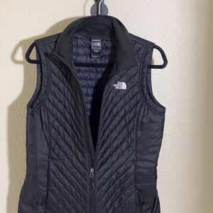The North Face Women's Black Sleeveless vest for Sale in Newark, CA