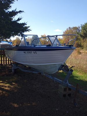 18ft crestliner for Sale in Somerset, MA