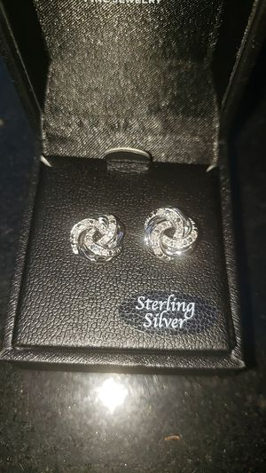 Diamonds earrings new for Sale in Beaumont, CA