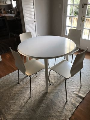 Round Dining Table in White Wood with 4 White Chairs for Sale in Bethesda, MD
