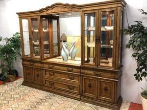 Stunning Bernhardt Dining China Display Buffet Cabinet (Delivery Service Available) for Sale in Boynton Beach, FL
