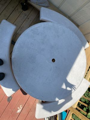 """Lifetime 44"""" Round Picnic Table for Sale in Landover, MD"""
