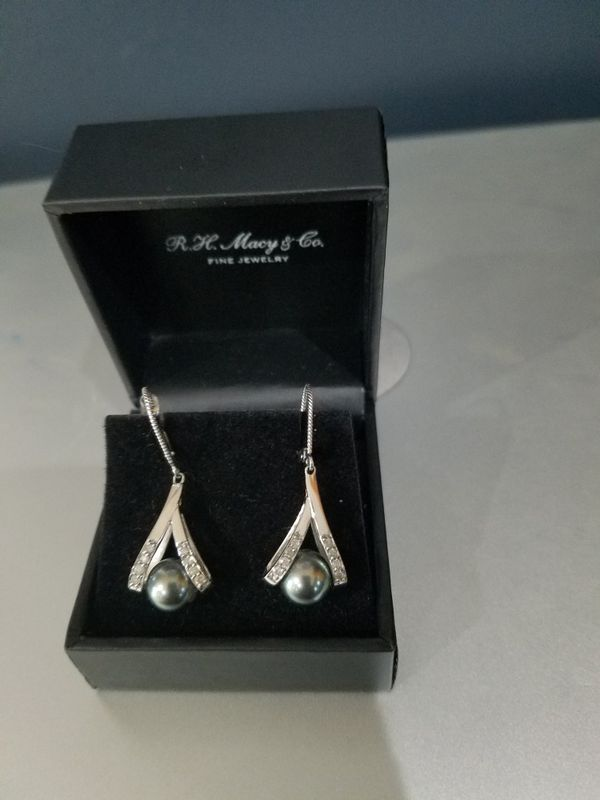 Culture Haitian Pear and Diamond Accent Earrings in 14k Goal
