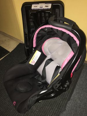 Pink Baby trend infant car seat for Sale in Woodburn, OR
