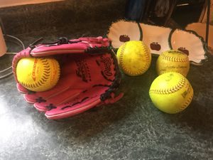 "Girls fast pitch brand new Rawlings 11"" left handed softball glove with 4 softballs. Model PP11PK for Sale in Plainfield, IL"