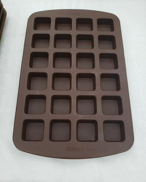 23 Wilton 1.5 inch square candy/brownie molds for Sale in Monroe, WA