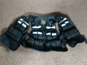 Gold's Gym 25lb weighted vest for Sale in Gravois Mills, MO
