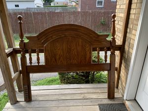 Headboard Queen size for Sale in Pittsburgh, PA