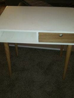 Beautiful desk 29w 29 H for Sale in Puyallup,  WA