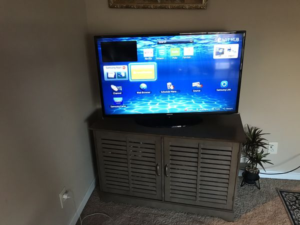 Samsung Smart Tv Good Condition And Table Stand