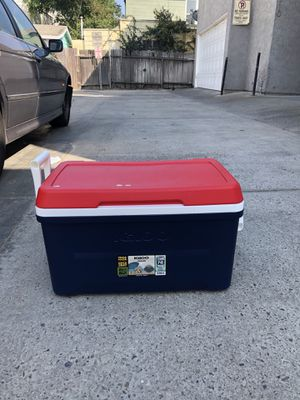 Igloo Cooler for Sale in Irvine, CA