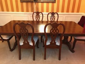 Real wood- mahogany wood- heavy dining table set for 6 chairs included. Extendable table to seat 8 for Sale in Potomac, MD