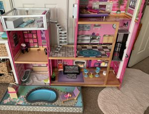 Doll house like Barbie house for Sale in Los Angeles, CA