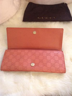 Authentic Gucci clutch for Sale in Laurel, MD