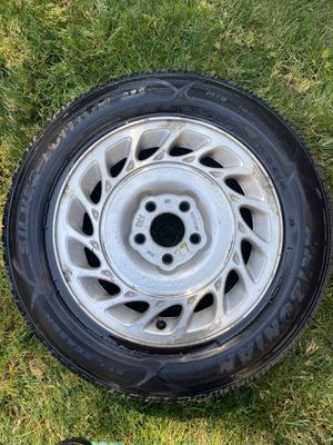 195/65R15 Tire ! Just like New Tire ! for Sale in Moreno Valley, CA