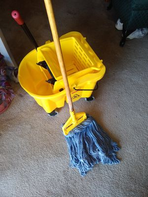 MOP BUCKET RUBBER MAID for Sale in Golden, CO