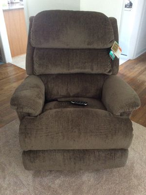 Lazyboy - NEW Fully Auto Recliner (including lumbar and head) for Sale in Melrose Park, IL