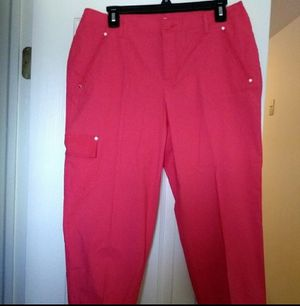 Liz Claiborne sz 10P hot pink Capri tailored pants for Sale in Strongsville, OH