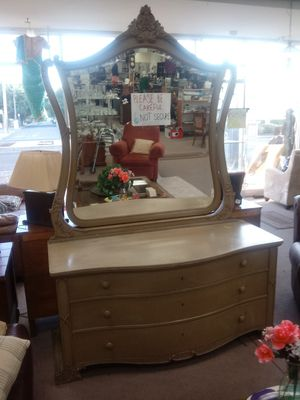 Dresser w/ mirror for Sale in Campbell, CA