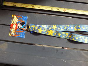 Walt Disney World Pin Trading Lanyard Yellow Stars With Tag Attached for Sale in Dayton, OH