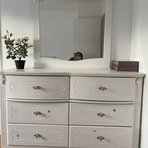 Dresser with Mirror for Sale in Irvine, CA