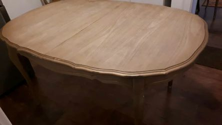 Sturdy Wooden Table ( Extendable from 4 to 6 Persons) for Sale in Detroit,  MI