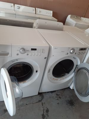 Nice lg washer and electric dryer set, heavy duty for Sale in North Las Vegas, NV