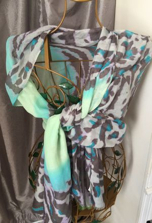 Designer shawl scarf gorgeous colors mint & green Apt 9 brand pristine for Sale in Northfield, OH