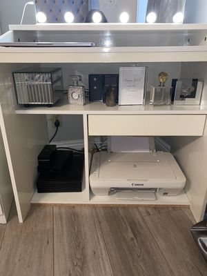 WHITE VANITY DESK/ COMPUTER TABLE AMZNG PRICE for Sale in Los Angeles, CA